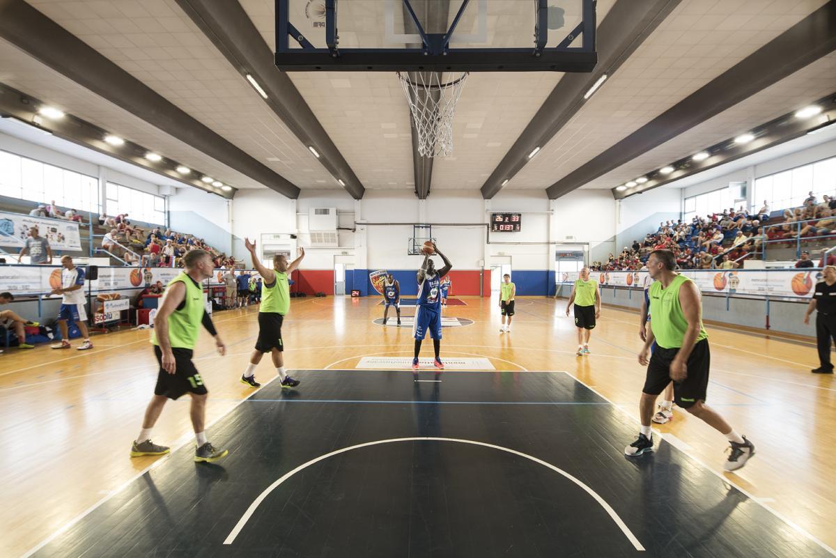 Sostituzione impianto illuminazione di campo da basket con